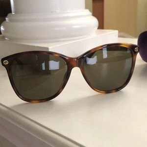Gucci women's sunglasses NEW never worn-brown